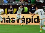 para-pemain-meksiko-merayakan-gol-ke-gawang-uruguay-pada-laga-grup-c_20160606_095310.jpg