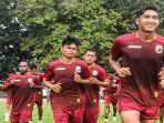 para-pemain-muba-babel-united-saat-berlatih-jelang-ajang-liga-2-indonesia.jpg