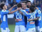 para-pemain-napoli-melakukan-selebrasi-usai-berhasil-mencetak-gol-di-ajang-liga-italia.jpg