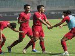 para-pemain-timnas-u-23-indonesia-berselebrasi-usai-mencetak-gol-dalam-pertandingan-ujicoba.jpg