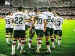 para-pemain-valencia-berselebrasi-usai-mencetak-gol-dalam-ajang-liga-spanyol.jpg
