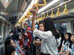 para-penumpang-lrt-palembang-sabtu-1782019.jpg