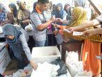 pasar-murah-di-dinas-ketahanan-pangan-kabupaten-muratara-diserbu-warga_20180607_185938.jpg