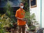 pecinta-bonsai-asal-lahat-endriyansyah-menunjukkan-koleksinya.jpg