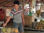 pedagang-durian-jalintim.jpg