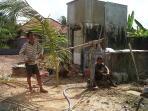 pekerja-sumur-bor-di-kawasan-inderalaya-kabupaten-ogan-ilir_20150728_115919.jpg