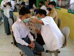 pelajar-smk-negeri-1-muratara-mengikuti-vaksinasi.jpg