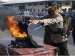pelatihan-pemadaman-kebakaran-di-mapolda-sumsel-kamis-2782020.jpg