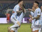 pemain-argentina-lionel-messi-kiri-melakukan-selebrasi-bersama-angel-di-maria.jpg