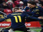 pemain-arsenal-berselebrasi-usai-mencetak-gol-dalam-ajang-carabao-cup.jpg