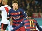 pemain-barcelona-lionel-messi-melakukan-selebrasi-usai-membobol-gawang_20151220_200343.jpg