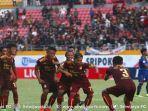 pemain-sriwijaya-fc-berselebrasi-usai-mencetak-gol-ke-gawang-psim-di-liga-2-indonesia.jpg