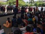 penangkapan-65-orang-di-kampung-narkoba-tangga-buntung.jpg