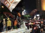 pendukung-klub-sepakbola-persija-memadati-jalan-mh-thamrin-ke-arah-bundaran-hotel-indonesia.jpg