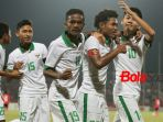 penyerang-amiruddin-bagus-kahfi-dua-dari-kanan-disambut-para-pemain-timnas-u-16-indonesia_20180806_195228.jpg