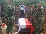 persiapan-pemakaman-pratu-supranoto-di-desa-jayamulya-kecamatan-semendawai-suku-iii-oku-timur_20160408_114425.jpg