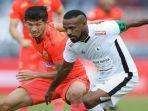 pertandingan-antara-borneo-fc-vs-persipura-di-liga-1-indonesia-musim-2020.jpg