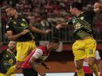pertandingan-antara-madura-united-vs-barito-putera-di-liga-1-indonesia.jpg