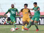 pertandingan-mitra-kukar-vs-sriwijaya-fc-di-babak-8-besar-liga-2-indonesia.jpg