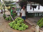 petani-pisang-oku-selatan-merasakan-harga-jual-anjlok.jpg