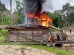 polisi-membakar-mesin-tambang-emas-ilegal-123.jpg
