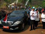 presiden-joko-widodo-didampingi-sang-istri-iriana-tiba-di-taman-hutan-rakyat-tahura-mandiangin_20151126_230350.jpg