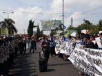 puluhan-mahasiswa-aliansi-prabumulih-melakukan-aksi-unjuk-rasa.jpg