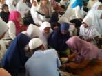 puluhan-peserta-ruqiah-massal-di-masjid-walimah-desa-tanjung-batu_20151229_191630.jpg