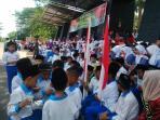 ratusan-anak-sekolah-yang-menanti_20150730_123048.jpg