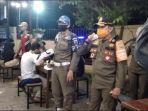 razia-prokes-di-mal-dan-kafe-di-palembang-rabu-2842021-malam.jpg