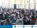 ribuan-warga-palembang-ikuti-10-jam-tilawah-10-juz-al-quran-bersama-1000-pecinta-al-quran_20180603_104351.jpg