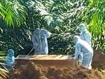 satu-warga-lahat-berstatus-pdp-dimakamkan-di-areal-perkebunan-sawit12334.jpg