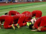 sejumlah-pemain-timnas-u-19-indonesia-bersujud-untuk-merayakan-gol-witan-sulaeman-1_20181024_212529.jpg