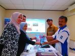 sekretaris-redaksi-sriwijaya-post-h-salman-rasyidin-memberikan-cinderamata_20160831_155131.jpg