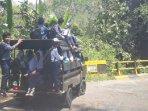siswa-duduk-di-atap-mobil-pagaralam.jpg
