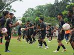 skuat-sriwijaya-fc-mengikuti-latihan-bersama-di-lapangan-atletik-luar-jsc.jpg