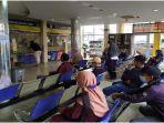 suasana-antrean-wajib-pajak-di-kantor-bersama-samsat-palembang-i-senin-4102021-12.jpg