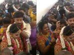suasana-upacara-pernikahan-rakesh-dan-dakshina-di-dalam-pesawat.jpg