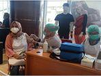 suasana-vaksinasi-di-gramedia-world-palembang-senin-2162021123.jpg