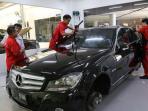 teknisi-sc-sports-car-palembang-sedang-servis-mobil-mewah-pelanggan_20160204_150738.jpg