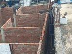 tembok-yang-dibangun-menutup-akses-tiga-rumah-warga.jpg