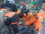 tim-evakuasi-sedang-melakukan-evakuasi-korban-gempa-lombok_20180731_110927.jpg
