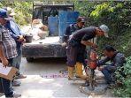 tim-kpk-dan-konsultan-ambil-sampel-jalan-cor-beton-rambang-kuang-oi-kamis-992021.jpg