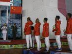 tim-panjat-tebing-putra-indonesia-saat-upacara-pemberian-medali-nomor-speed-relay_20180827_225021.jpg