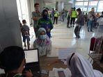 vaksinasi-massal-di-bandara131314.jpg