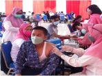 vaksinasi-massal-di-kecamatan-su-i-rabu-13102021.jpg