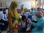 vaksinasi-pelajar-di-smpn-17-palembang-di-kawasan-bukit-kecil-kamis-2392021.jpg