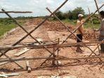 vendor-melakukan-pemortalan-dan-menghentikan-aktivitas-pengerjaan-proyek-stadion-mini-muratara.jpg