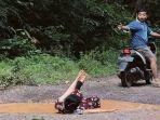viral-anak-muda-kritik-jalan-rusak-di-batumarta1.jpg