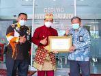 wali-kota-lubuklinggau-menerima-sertifikat-eliminasi-malaria-dari-kementerian-kesehatan-ri.jpg
